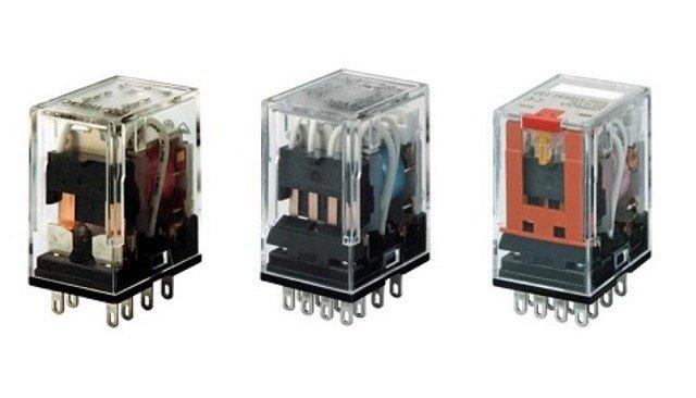 Các rơ le trung gian thực hiện nhiệm vụ kiểm soát, điều khiển các thiết bị điện khác